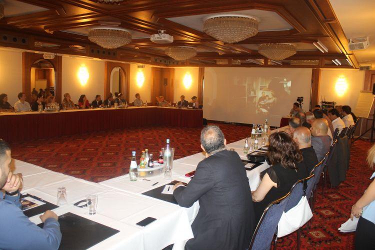 Diasporla iş üzrə Dövlət Komitəsinin sədri Almaniyada azərbaycanlı iş adamları ilə görüşüb